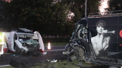 Drie gewonden bij zware botsing langs ringweg