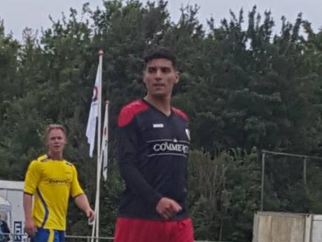 Saïd Bouzambou helpt Terneuzen naar finalepoule BSC-toernooi