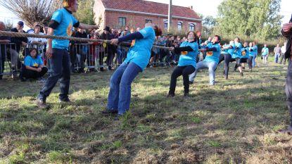 FOTO'S: Touwtrekwedstrijd 'We trekken ze in de beek'