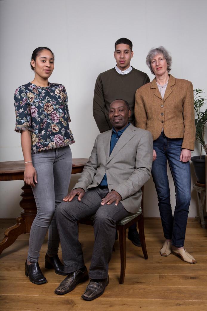 Andrew, Agatha, Gabriela en Chris Avadu