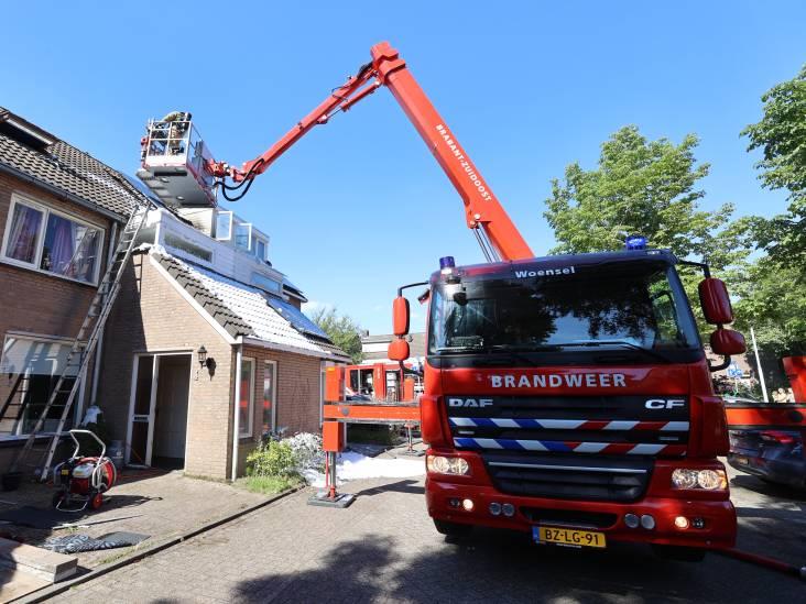 Bewoners verlaten huis in Best door brandend dak, flinke schade aan zolder