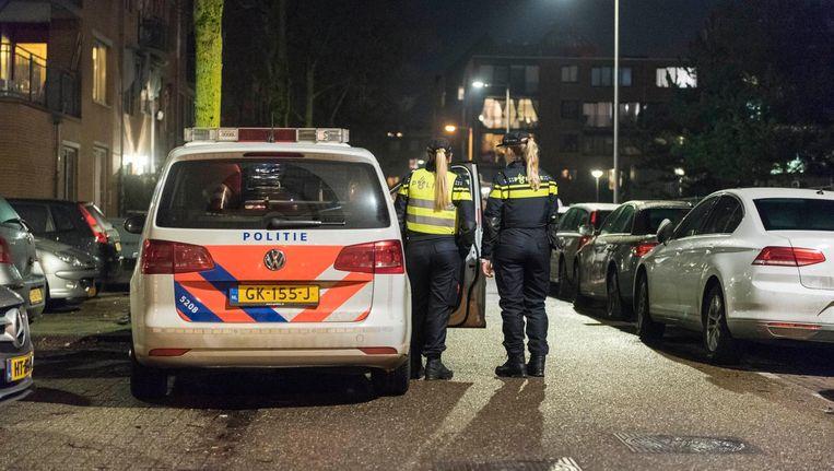 De politie zette de omgeving van de Grote Wittenburgstraat af na de moord op Mohammed Bouchikhi Beeld anp