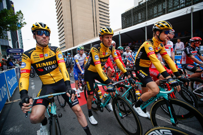 Lennard Hofstede (rechts) en Taco van der Hoorn (midden) starten het seizoen in Australië.