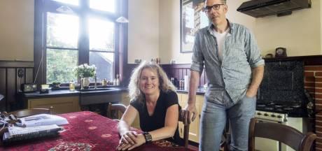 Ronald en Angela komen thuis in station Groenlo