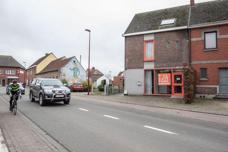 De gemeenteraad zal de strijkwinkel aan de Kruishoutemsesteenweg sluiten en het gebouw verkopen.