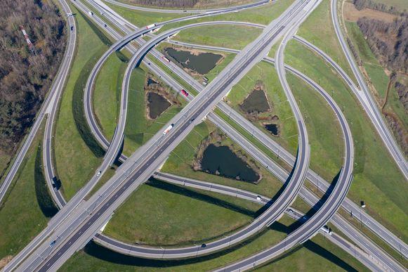 24 maart 2020: amper verkeer op het Viaduct van Lummen.