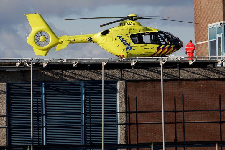 Een ANWB-trauma helikopter op het dak van de VU. Beeld anp