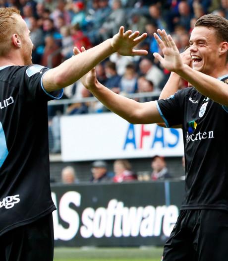 Spitsen PEC slaan Ajax uit voorzorg over; officieus debuut Huiberts en Miedema