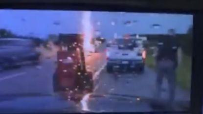 Politieofficier bijna getroffen door bliksem op snelweg