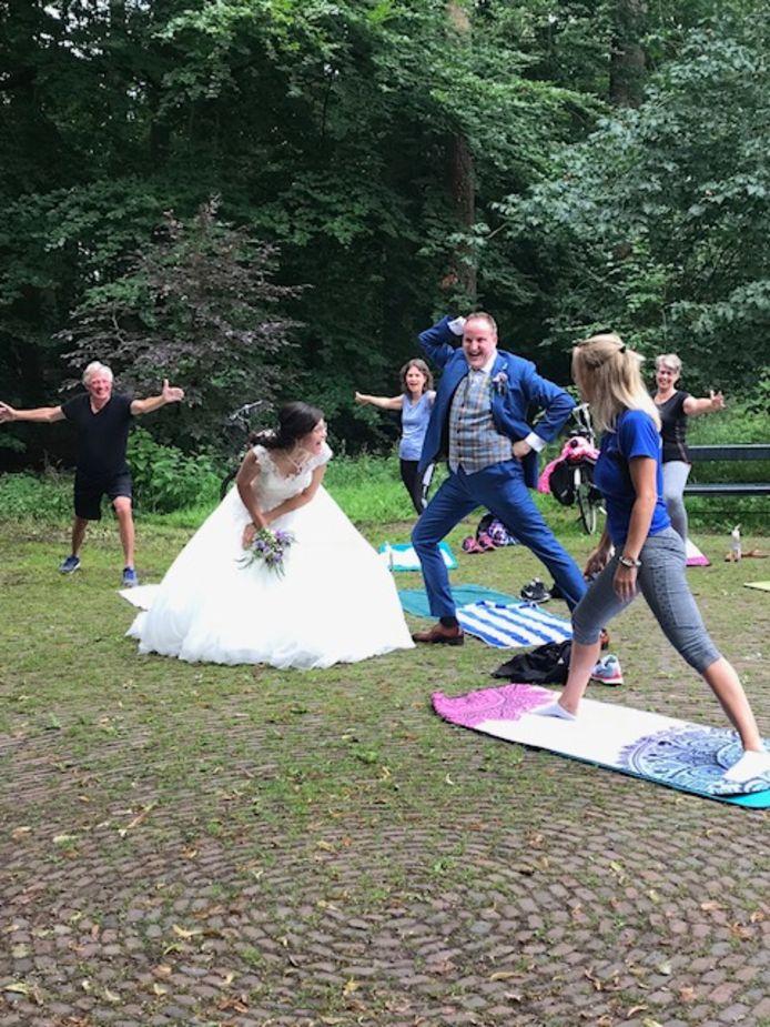 Ook het bruidspaar zelf genoot van de les.