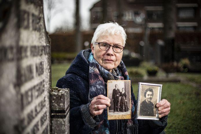 """Mieke Bruins bij het familiegraf in Losser, met een portret van haar moeder en de trouwfoto van haar grootouders: """"Eigenlijk doe ik het voor mijn moeder."""""""