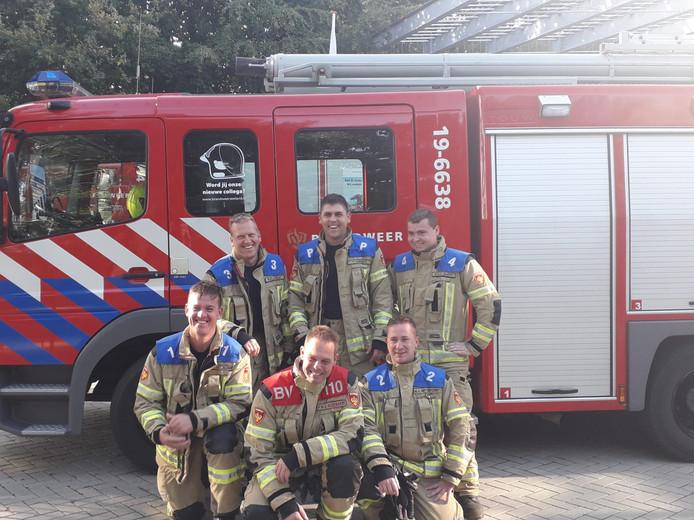 Het brandweerkorps van Koewacht: Menno de Caluwé (1), Humphrey Celie (3), Peter Audenaert (bevelvoerder), Tom Vergiest (chauffeur), Marvin Baert (4), Mathias van Huygevoord (2).