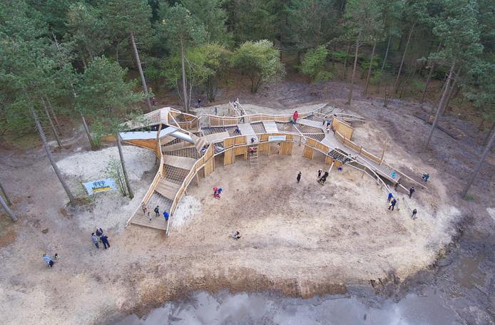 Dronefoto van het nieuwe speelbos van Herperduin. Dit is één van de projecten die horen bij Meer Maashorst.