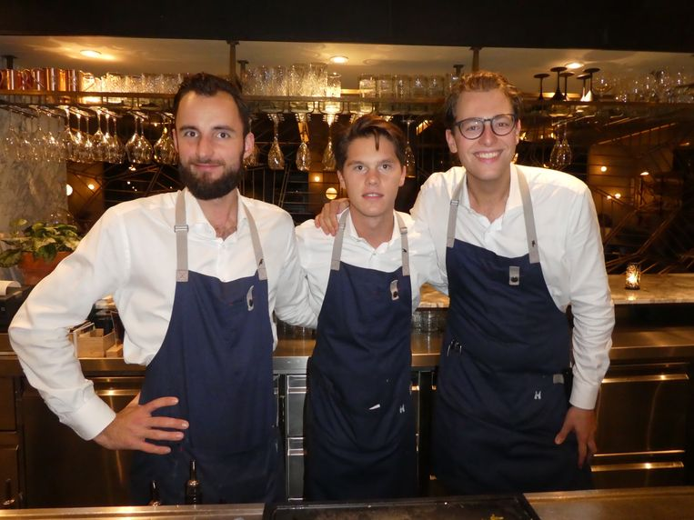 De barmannen Kevin Berth, Nick Koridon en Thom Evers. Beeld Hans van der Beek