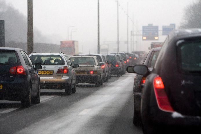 Automobilisten kunnen vanavond tijdens de spits last hebben van natte sneeuw.