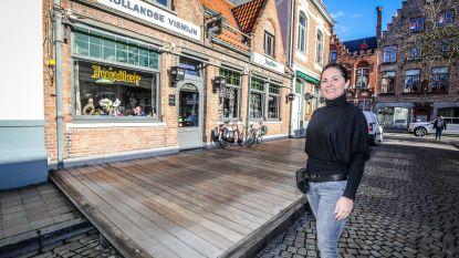 Vismarkt en Rozenhoedkaai beschermd stadsgezicht: twee horecazaken mogen vernieuwd terras niet plaatsen