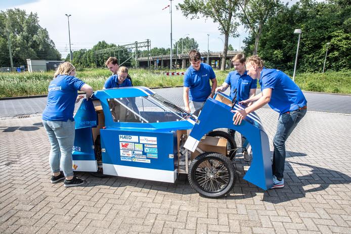 De raceauto van het Zwolse Blue Racingteam voor de Shell Eco Marathon.