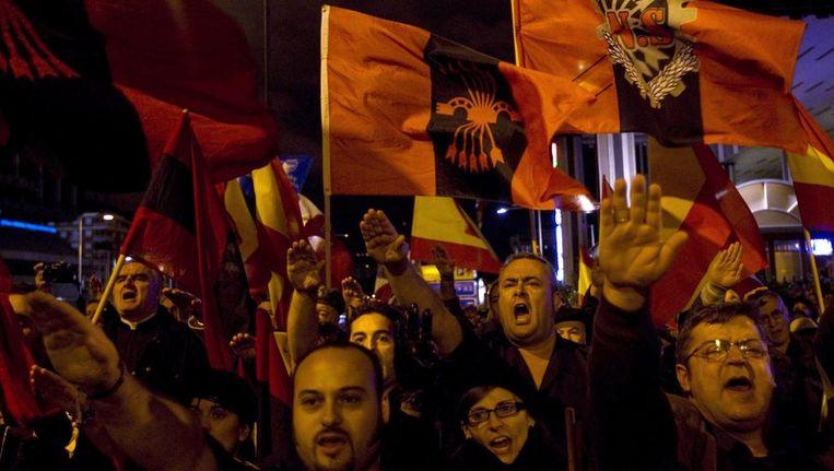 Rechtse aanhangers van de overleden dictator Franco kwamen gisteren in Madrid bijeen om zijn overlijden te herdenken. Op de dag van het overlijden van Franco, 20 november, zijn dit jaar verkiezingen in Spanje. Beeld reuters