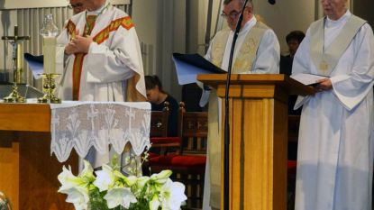 Bonny viert 10 jaar als bisschop met boek over Jezus
