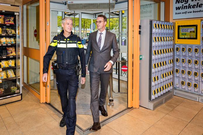 Jumbo Ten Brink investeerde fors in camerabeveiliging. Rechts eigenaar Edwin ten Brink.  Archieffoto