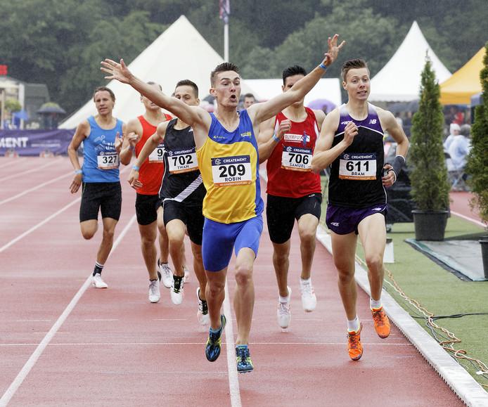 winnaar van de A finlae 800 m Robin van Riel
