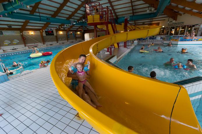 De zwembaden zullen niet rouwig zijn met de stakingsdag. Archieffoto Bart Harmsen