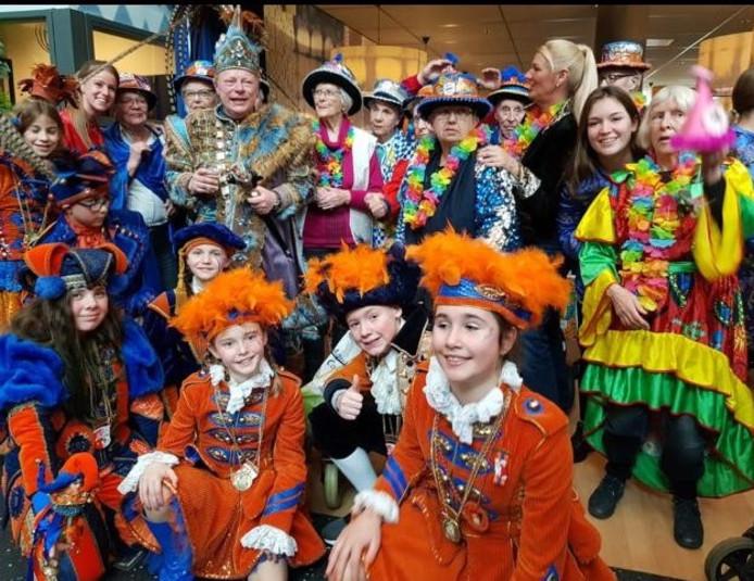 Stadsprins Ludovieckus van Lampegat Eindhoven op bezoek bij Vitalis Wissehaege.