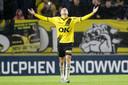 Van Hooijdonk draagt de treffer op aan zijn overleden opa. Dat deed hij eerder ook met zijn vorige goals.