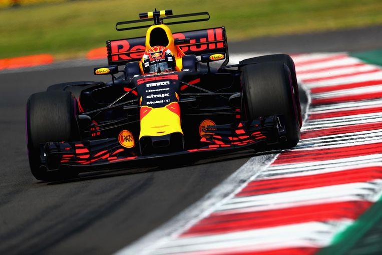 Damon Hill, in 1996 wereldkampioen bij Williams, denkt dat het team er alleen maar meer op gebrand is Verstappen in 2018 vanwege z'n contractverlenging vanaf dag één een topauto te bieden. Beeld afp