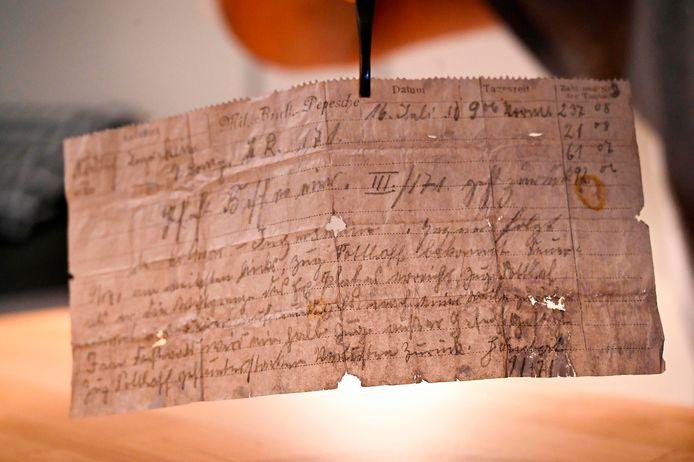 De datum op de brief is door het priegelige handschrift moeilijk te lezen, maar het museum denkt dat het op 16 juli 1910, of 1916 is verstuurd.