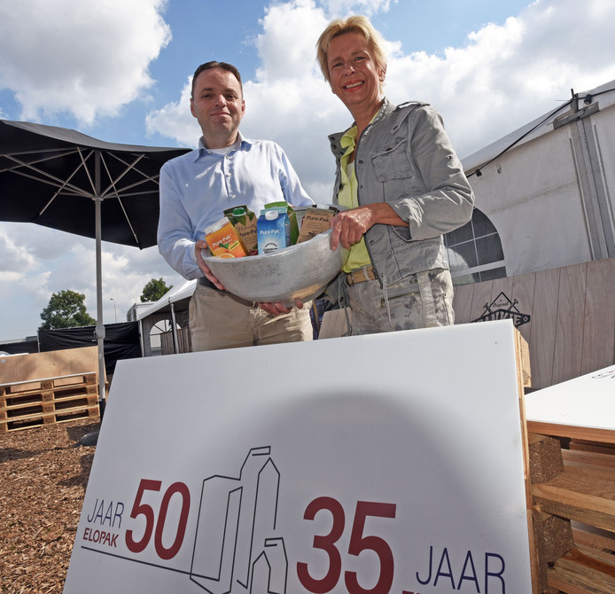 Robert Marcus en Inge Eggermont, leidinggevenden bij Elopak Terneuzen, op het feestterrein.