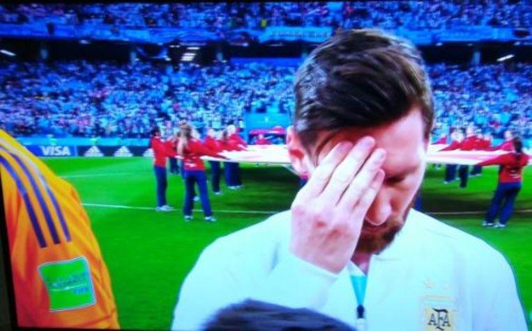 Messi tijdens het volkslied.