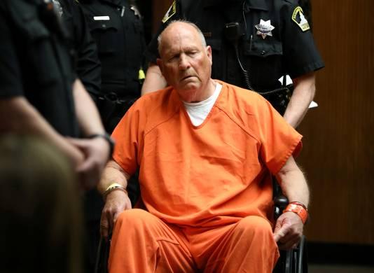 Joseph James DeAngelo is mogelijk de beruchte Amerikaanse seriemoordenaar die ook wel de 'Golden State Killer' wordt genoemd. Hij liep tegen de lamp via dna in een commerciële databank.