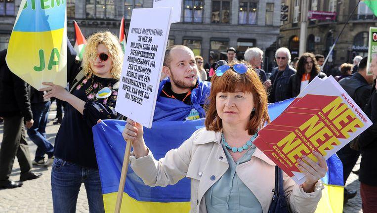 Voor- en tegenstanders van het associatieverdrag van Europa met Oekraïne. Beeld anp
