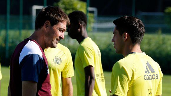Anderlecht-coach René Weiler met Nicolae Stanciu.