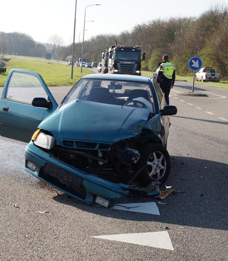 Automobilist gewond bij ongeluk op N267 bij Heesbeen; weg weer vrij