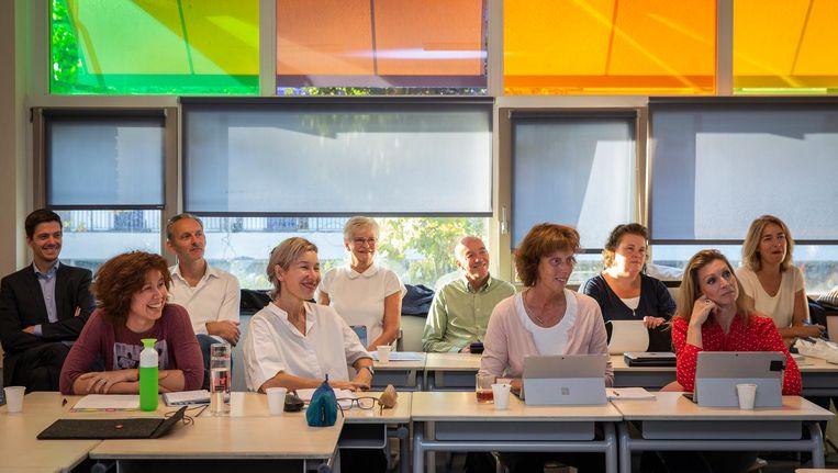 Ervaren docenten en zijinstromers luisteren naar de belevenissen van deelnemers aan de Crash Course Beeld Dingena Mol