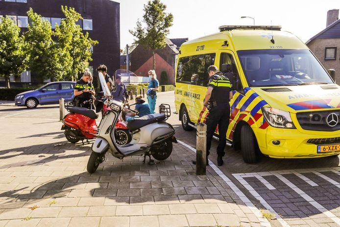 Scooterrijders botsen op elkaar in Eindhoven.