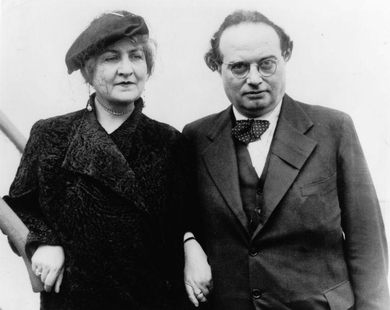 Franz Werfel met zijn vrouw Alma Mahler-Werfel in 1935. Beeld ullstein bild via Getty Images