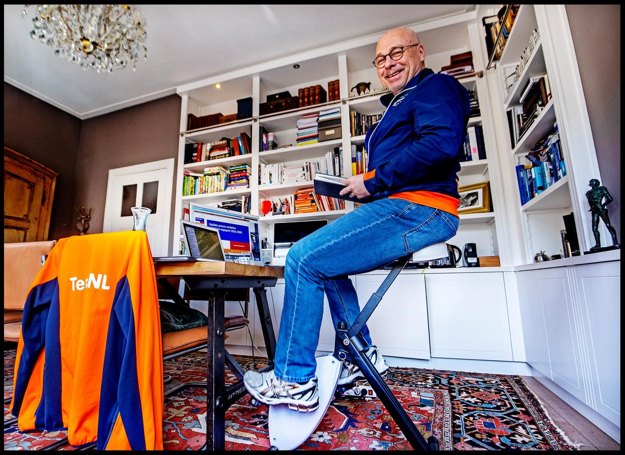 Maurits Hendriks op zijn fietsstoel.