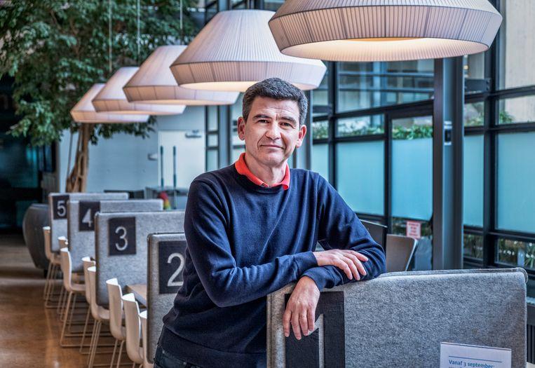 Professor Mihai Netea kwam in 2010 onverwachte effecten op het spoor bij een oud tbc-vaccin. Beeld Raymond Rutting / de Volkskrant