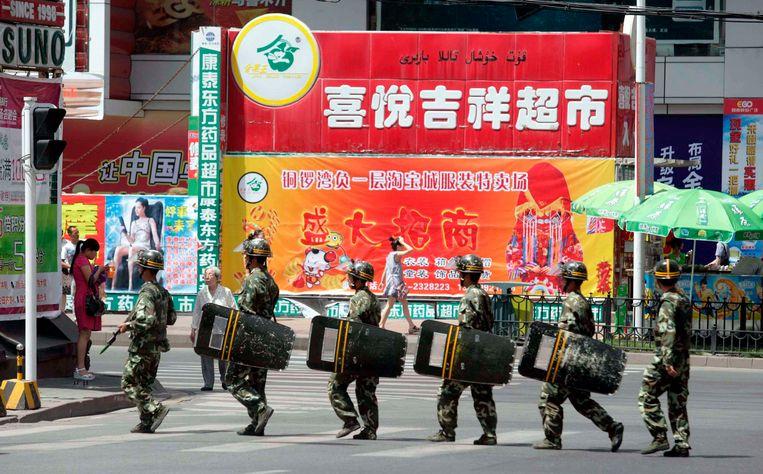 Politie is alomtegenwoordig in de Oeigoerse Autonome Regio.