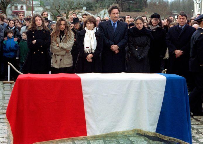 Mazarine Pingeot (3e en partant de la droite), lors des obsèques de François Mitterrand