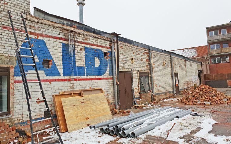 Het oude Aldi-gebouw wordt grondig gestript en gerenoveerd tot een gloednieuwe winkel.