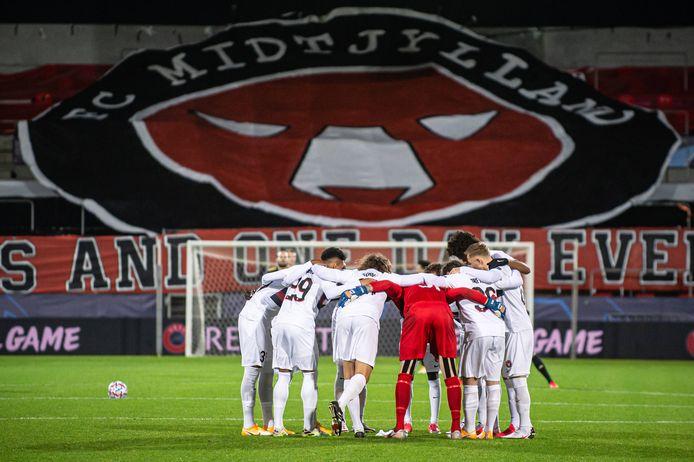 De spelers van FC Midtjylland voorafgaand aan hun thuiswedstrijd tegen Ajax, dat drie weken geleden met 1-2 won in Herning.