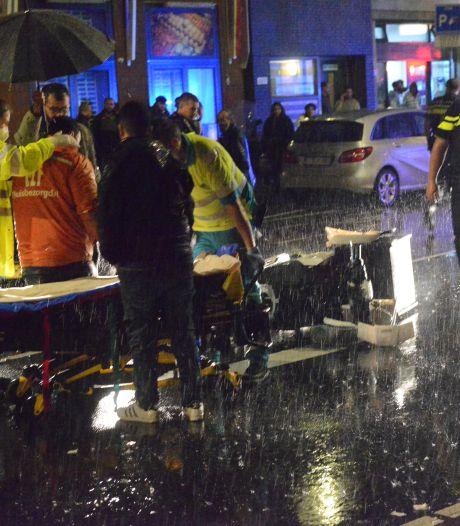Maaltijdbezorger gewond na botsing met auto op de Hoefkade