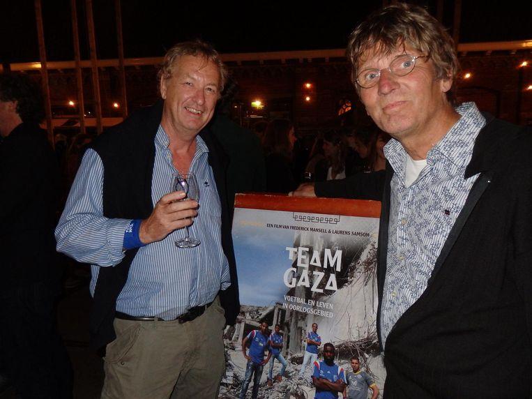 Erik Langhout ('Audionabewerking. Eigenlijk sound design, maar ik vind audionabewerking mooier') en Laurens' vader Cees Samsom (r) Beeld Schuim