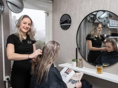 Mylene begint 77ste kapperszaak in gemeente Raalte, terwijl kappersbranche maatregelen wil