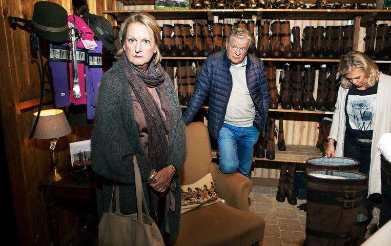 Artikelen van The Cosy Country Store en klanten in de Dubarry-laarzenhoek. Beeld Jan Dirk van der Burg