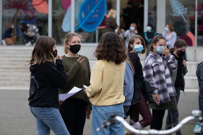 De leerlingen van Kunsthumaniora PIKOH dragen nu al een mondmasker op de speelplaats.
